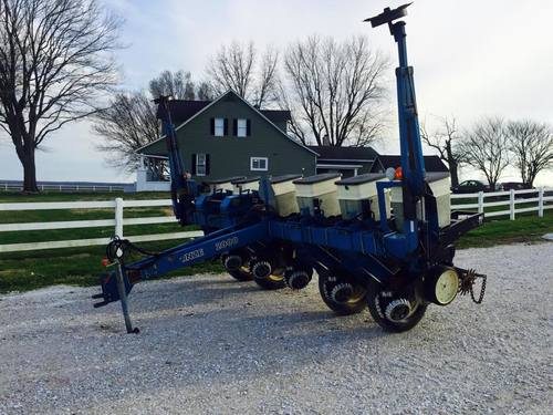 Sold 2000 Series Kinze 6 Row No Till Planter Indyerneed