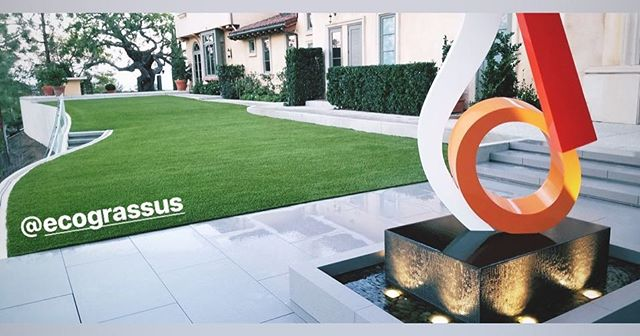 Artificial grass or freshly mowed lawn??? hard to tell #artificialgrass #beverlyhills