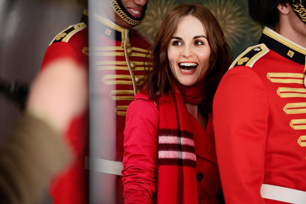 michelle-dockery-burberry-campaign-film-bts-exclusive-vogue-30oct15_b.jpg