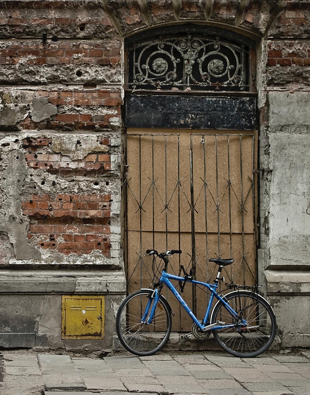 warsaw blue bike old bldg vert 200.jpg