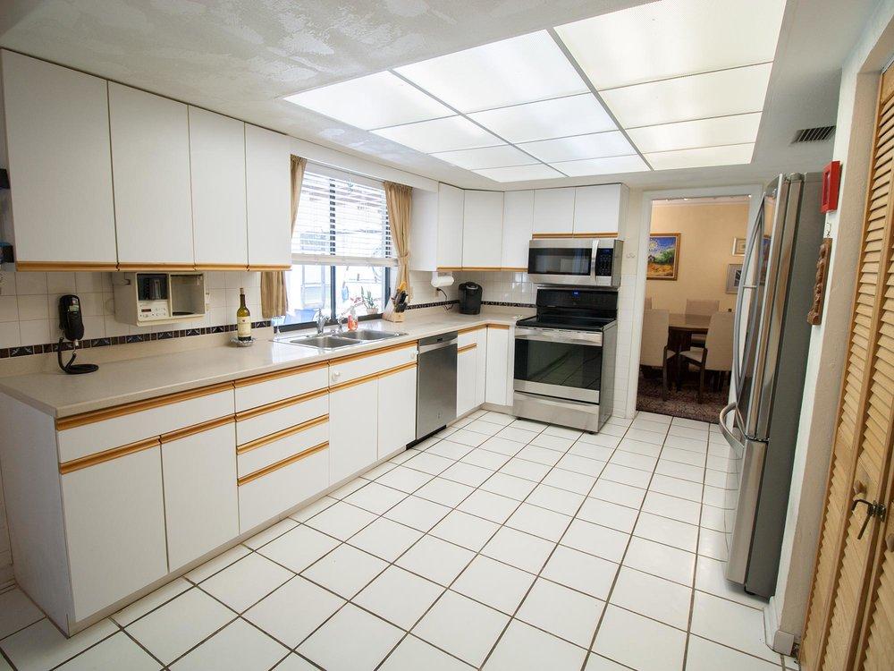 08_Kitchen1.jpg