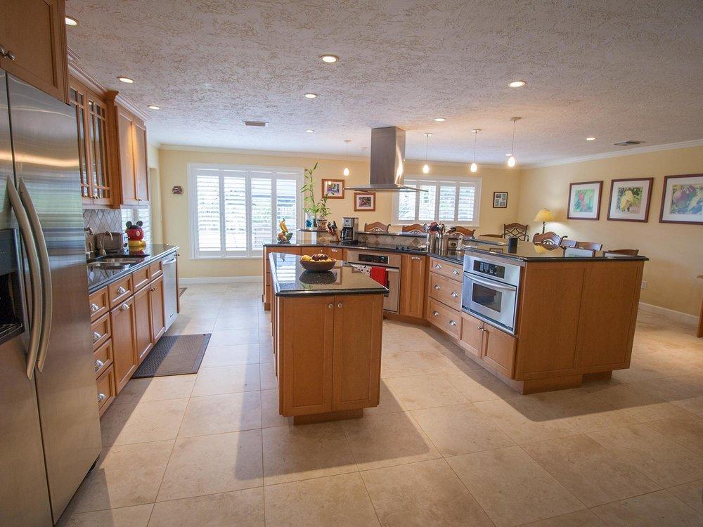 04_KitchenWide.jpg