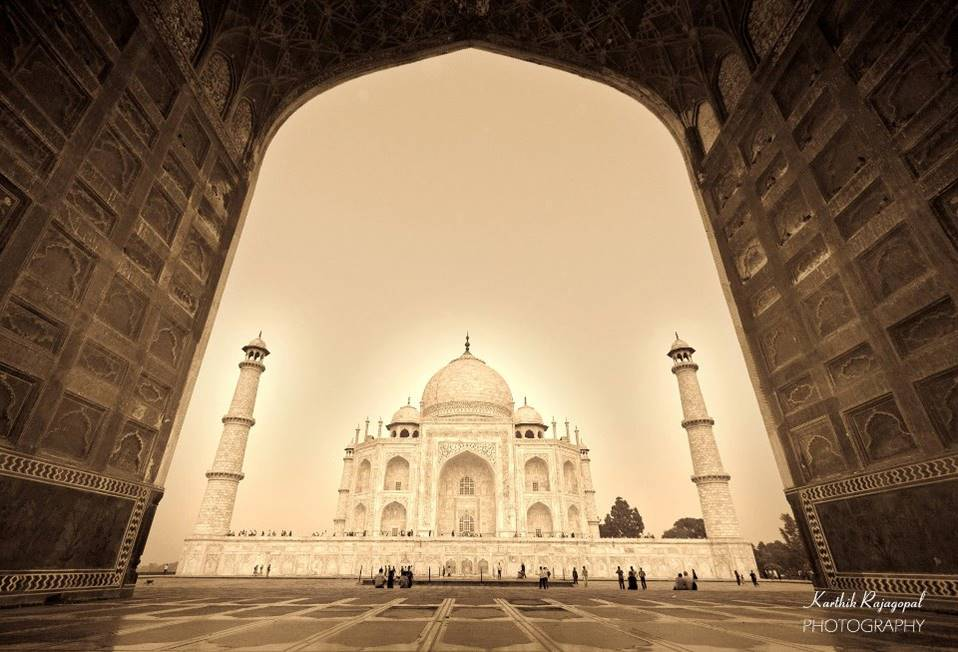 The Taj Mahal is a flawless romance of  symmetrical minarets and arches, a standing   testament to inimitable Mughal architecture.   Let its beauty and perfection take your   breath away, once again.