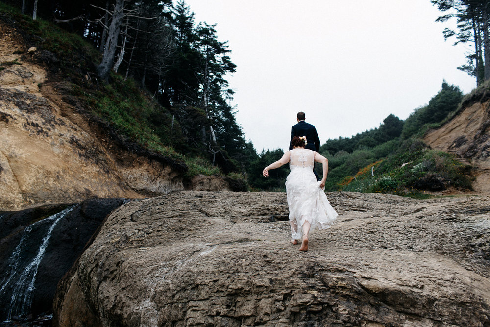 hug point elopement
