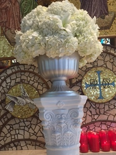 Evelisa Floral & Design: Ceremony flower arrangement