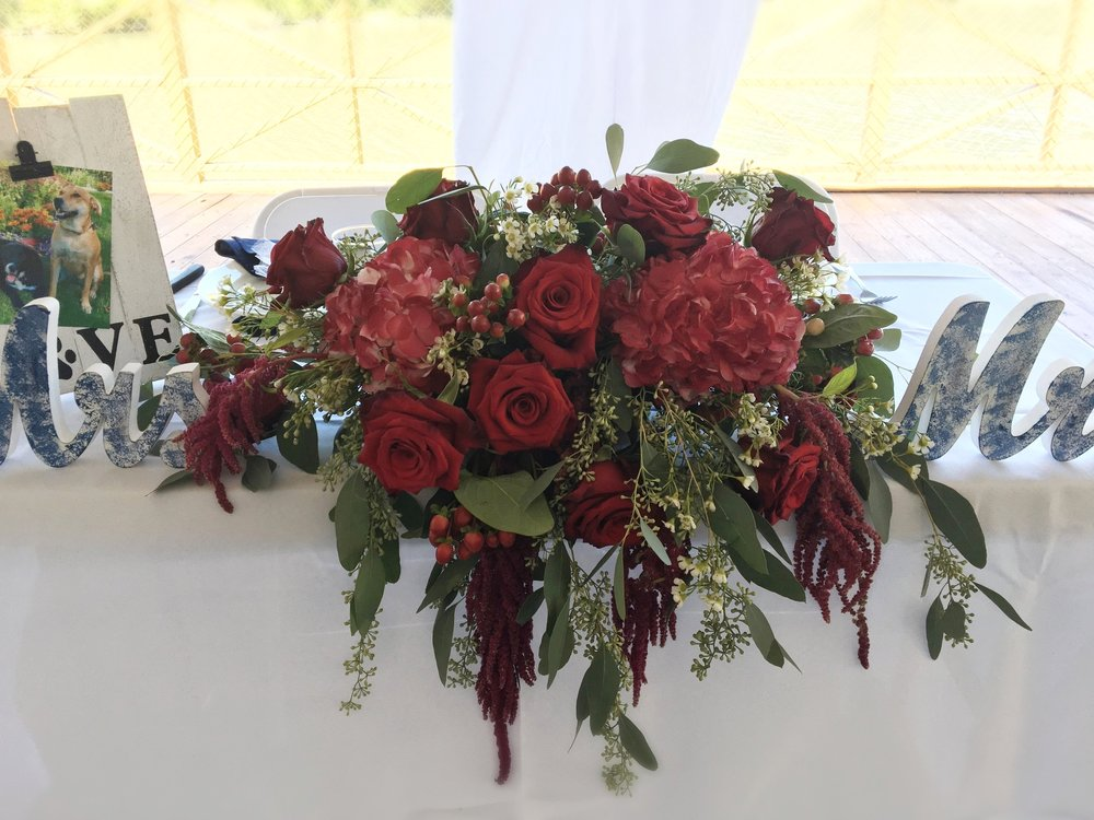 Evelisa Floral & Design: Sweetheart table flowers
