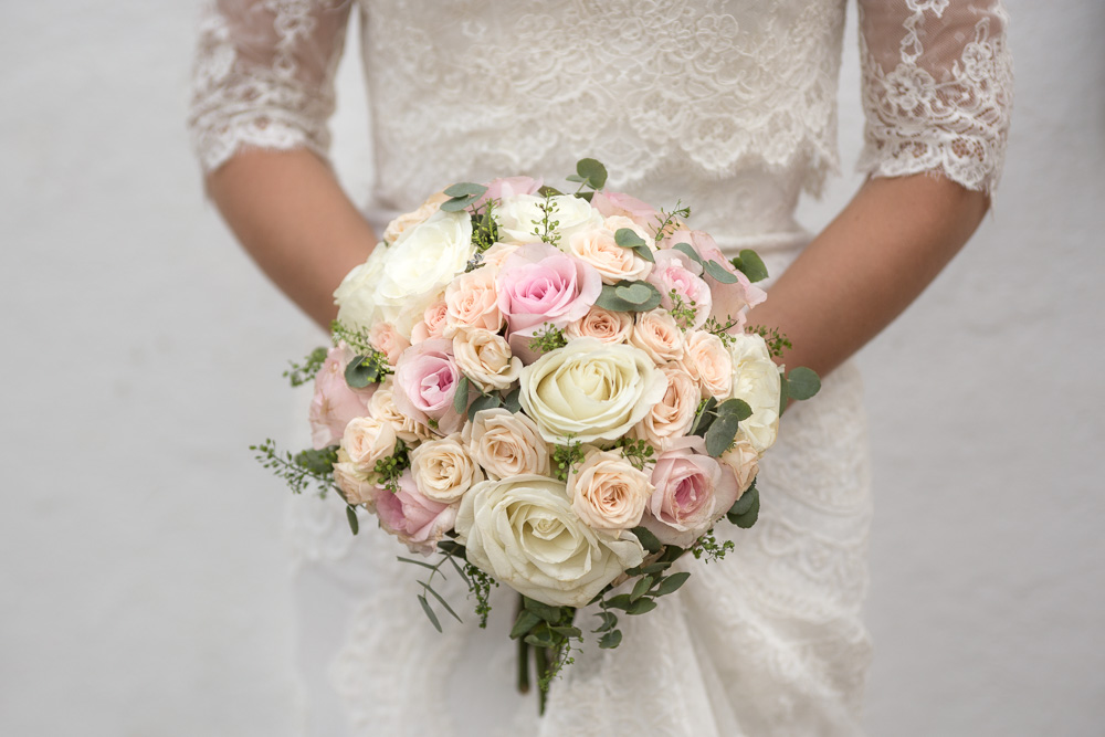 Details-Flowers-Bride-20-Photographer-Nelly-del-Arbo.jpg
