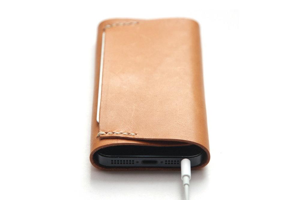 iphone-koncept-leather-sleeve-by-manchuen-hui-w2.jpg