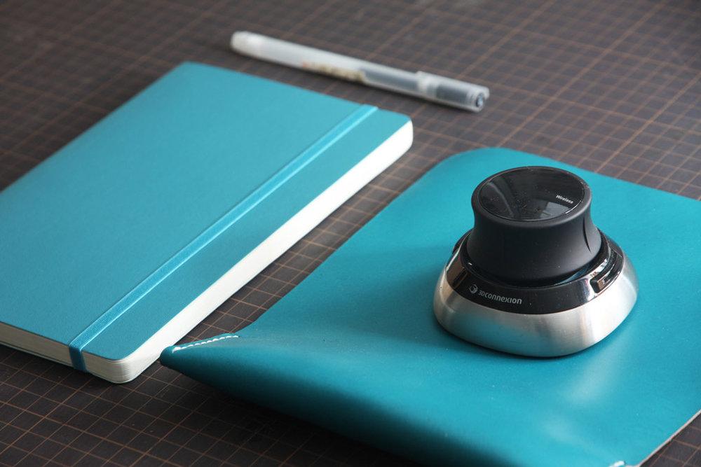 koncept-leather-mouse-pad-by-manchuen-hui-w3.jpg