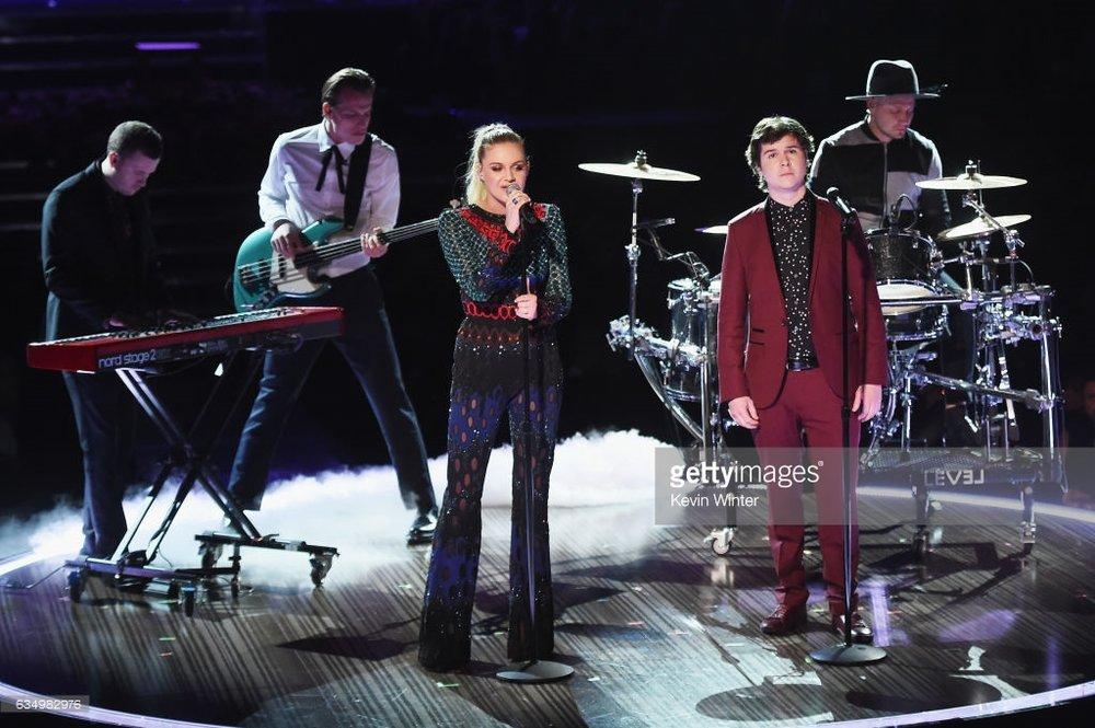 Kelsea Ballerini - Grammy 2017 performance