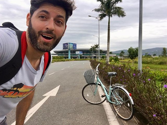 When you ride a 🚲 to the airport and they can't believe it either 🇻🇳 #bikevietnam
