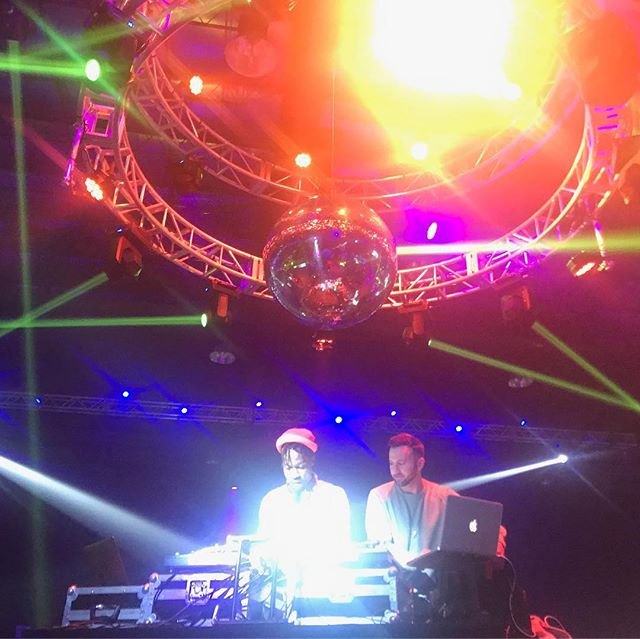 Me and the saucy one himself, @scott_matelic on an ultralight beam at 12 DJs of XMas 💫💫 Big respect to @djindianajones for connecting the whole thing 🙏🏾