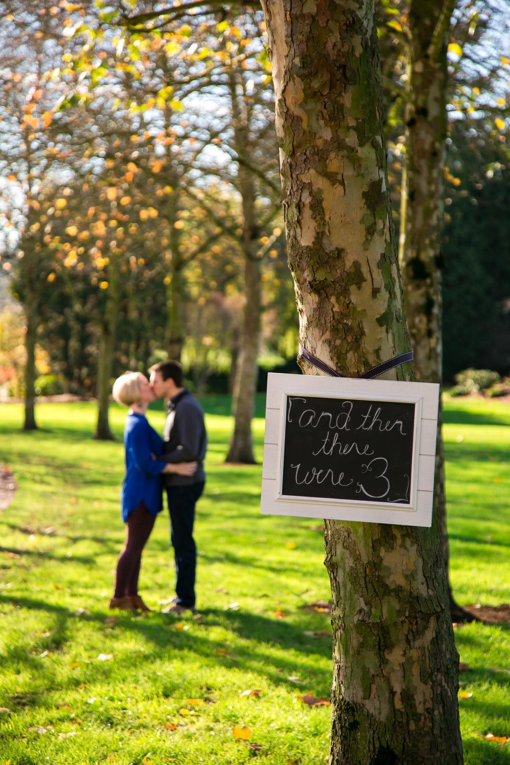Seattle Family Photographer | G. Lin Photography | Couple standing behind tree kissing