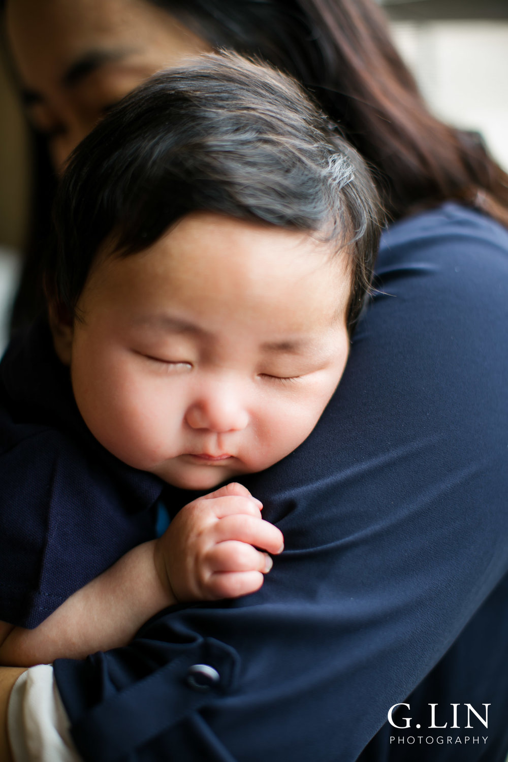 Durham Family Photographer | G. Lin Photography | Baby sleeping on mom's shoulder