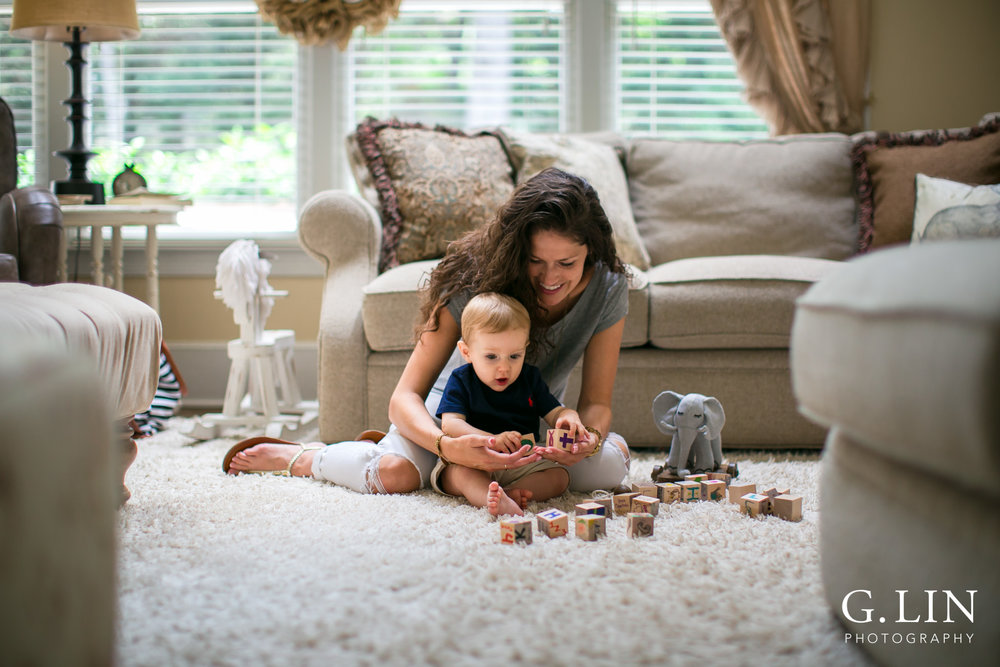Raleigh Lifestyle Photographer | G. Lin Photography | Mom and baby playing with blocks in the living room