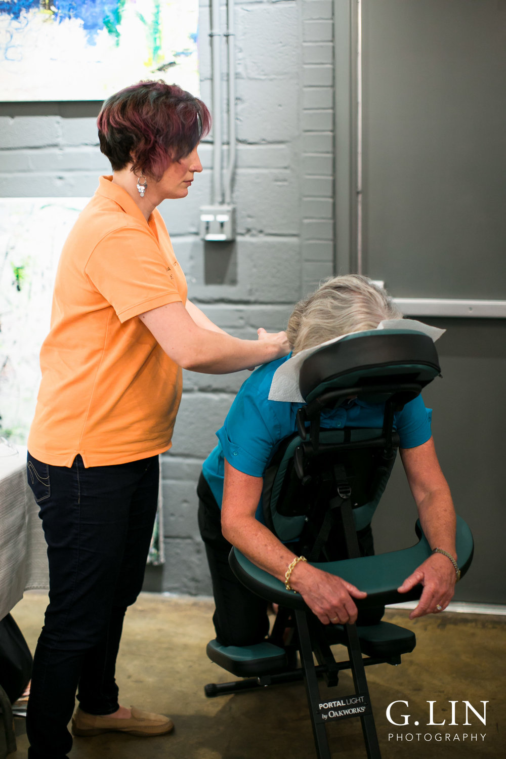 Raleigh Event Photographer | G. Lin Photography | Woman getting back massage on chair