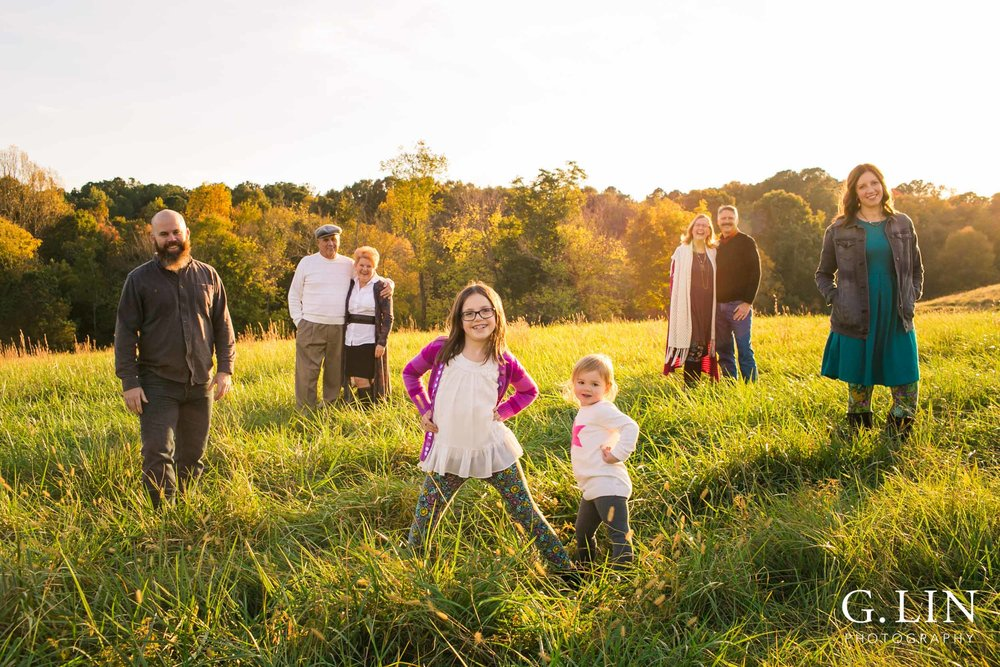 Creative outdoor family photo for large group in open field | Raleigh Family Photographer | G. Lin Photography