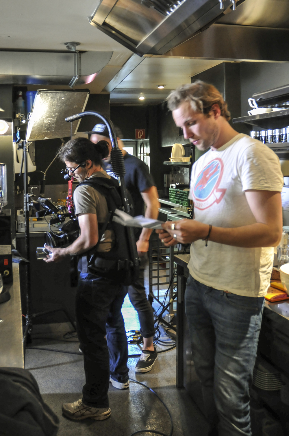 Regisseur Dominik Suppiger et moi. (Foto: Jela Hasler)