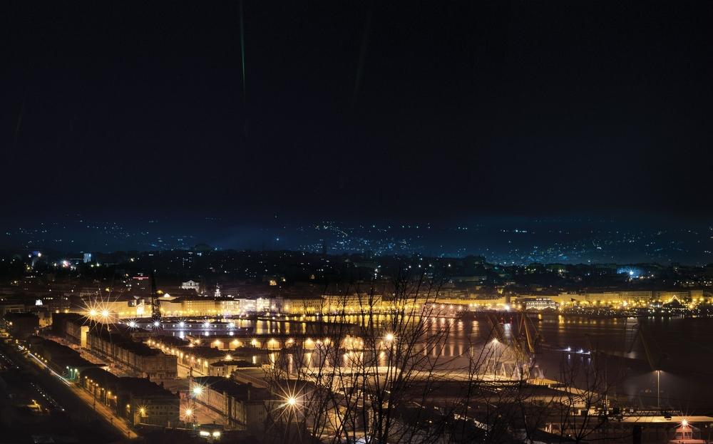 DESIGN STUDIO E SEDE Phosphorus Imperfect Srl Via Corti 2a 34123 Trieste - ITALIA T +39 040 3221220 info@phosp.com   MANUFACTURING LABS CENTER Via G. Bruno 13 33061 Rivignano Teor (UD) - ITALIA
