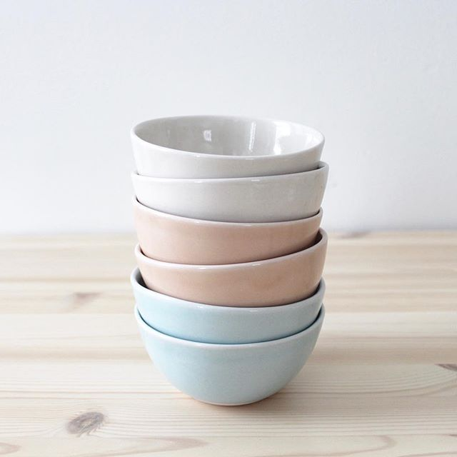 Dessert Bowls in Natural, Honey, and Sky. 🍯 #camdenclayco #handmadeceramics #slipcastporcelain #dessertbowl #icecreambowl #madeinmaine