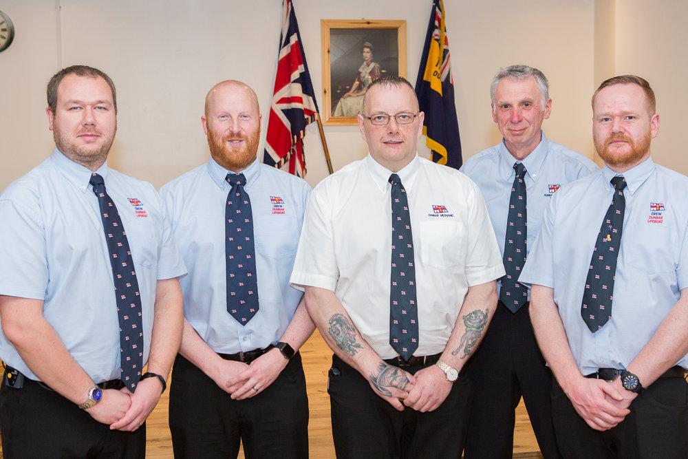 Crew mechanics Chris Woods, Gordon Kirkham, Gipper Ainslie, Alistair Punton, Alan Blair