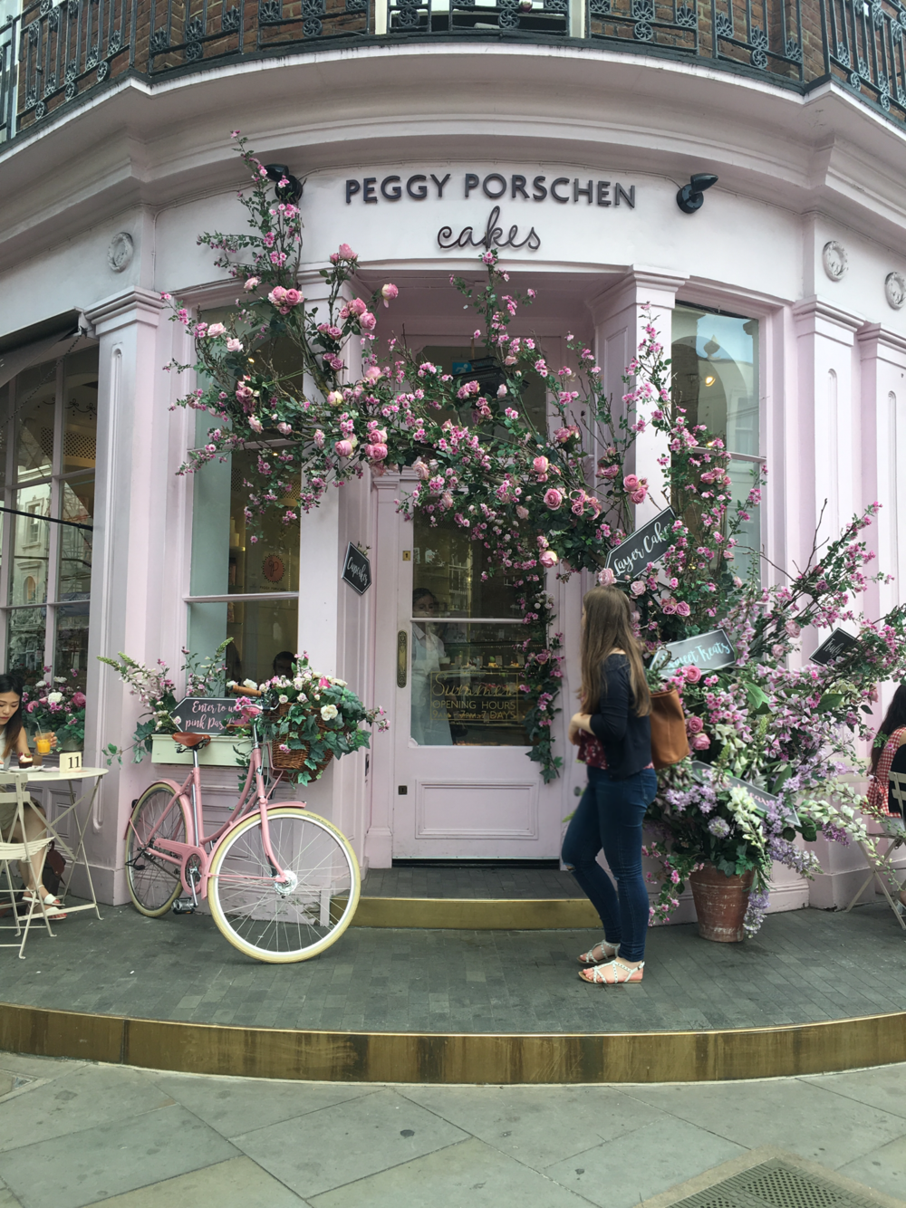 Andrea in front of the Peggy Porschen cake shop in London's Belgravia.