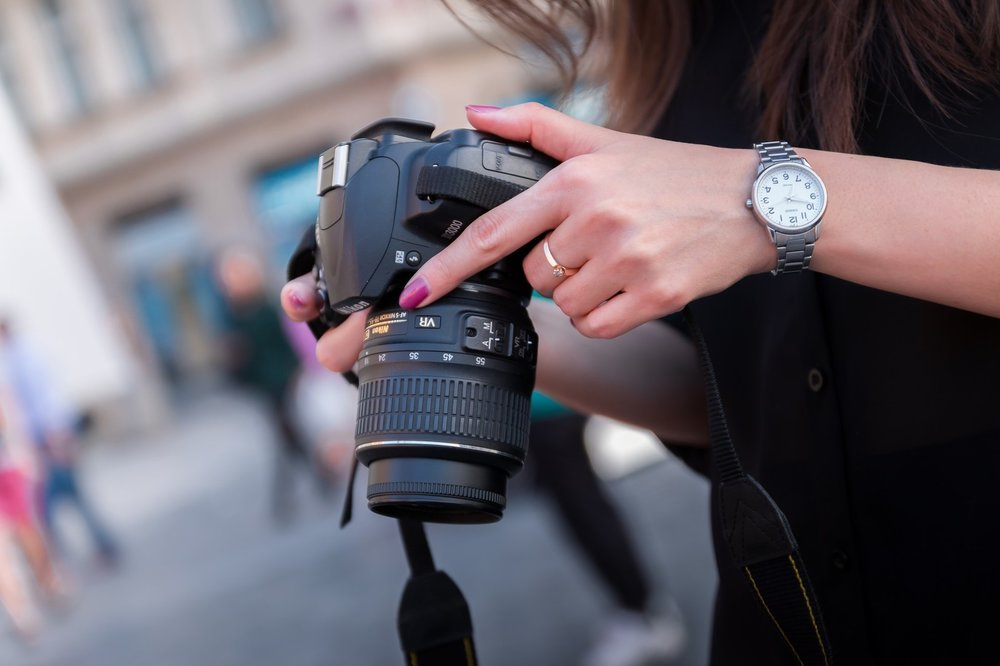dslr-woman-hands.jpeg