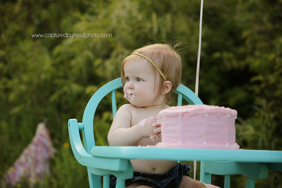 4-central-iowa-baby-photographer-cake-smash-high-chair-big-balloon-pink-cake-huxley-yellowbanks-desmoines.png