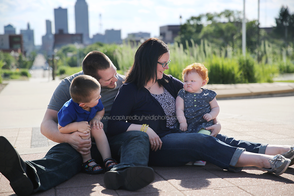 7-central-iowa-photographer-captured-by-heidi-down-town-des-moines-family-session-huxley-desmoines.png