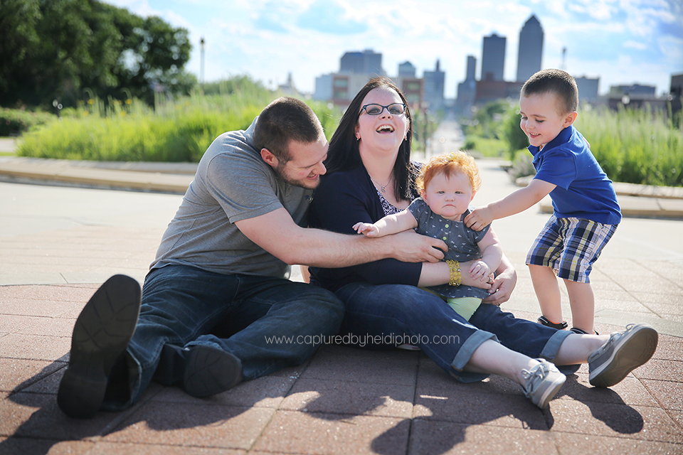 6-central-iowa-photographer-captured-by-heidi-down-town-des-moines-family-session-huxley-desmoines.png