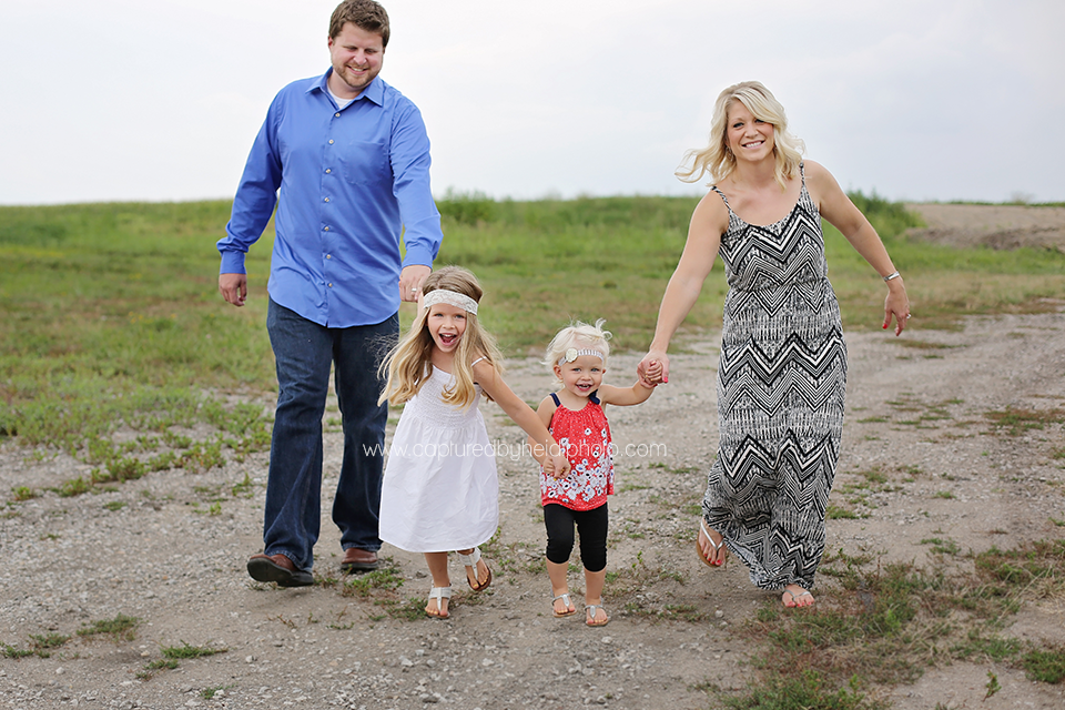 4-central-iowa-family-photographer-tom-michelle-doyle-ames-huxley-iowa-capturedbyheidi.png
