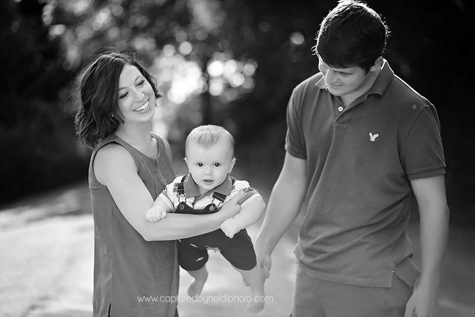 1-central-iowa-family-photographer-huxley-desmoines-indianola-pontier-family-pictures-10-months-old.png