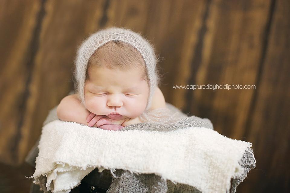 7-central-iowa-newborn-photographer-huxley-waukee-desmoines-spencer-harris-family-newborn-girl.png