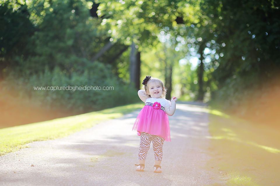 10-central-iowa-children-photographer-huxley-ames-ankeny-desmoines-18-month-girl-pictures.png