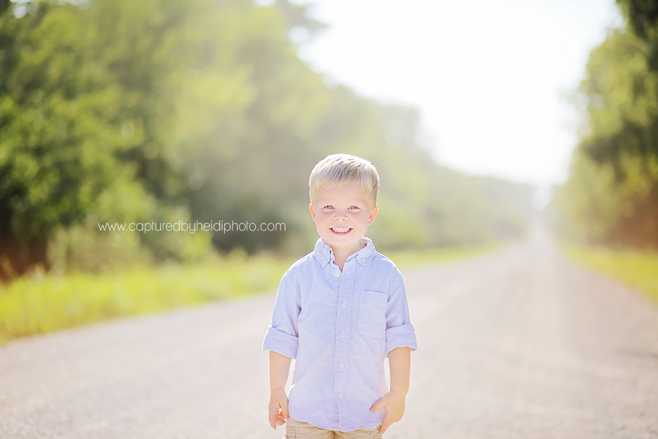 3-central-iowa-children-photographer-huxley-desmoines-corydon-photographer-three-year-old-boy-pictures-klingbeil.png