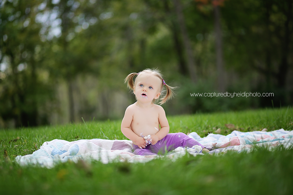 6-central-iowa-baby-photographer-cake-smash-huxley-ames-schmidt-one-year-pictures.png