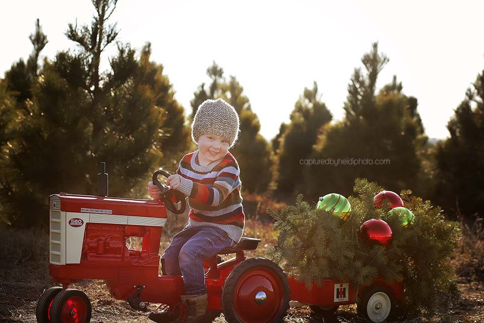 16-central-iowa-family-photographer-huxley-iowa-captured-by-heidi-merry-christmas-pictures.png
