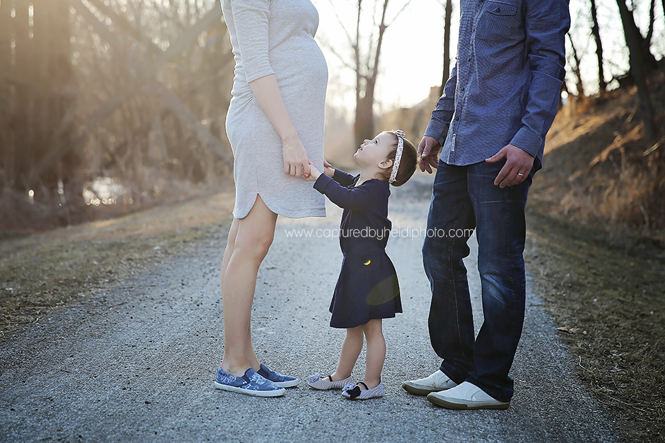 3-central-iowa-maternity-photographer-huxley-desmoines-clive-stortz-captured-by-heidi-photography.png