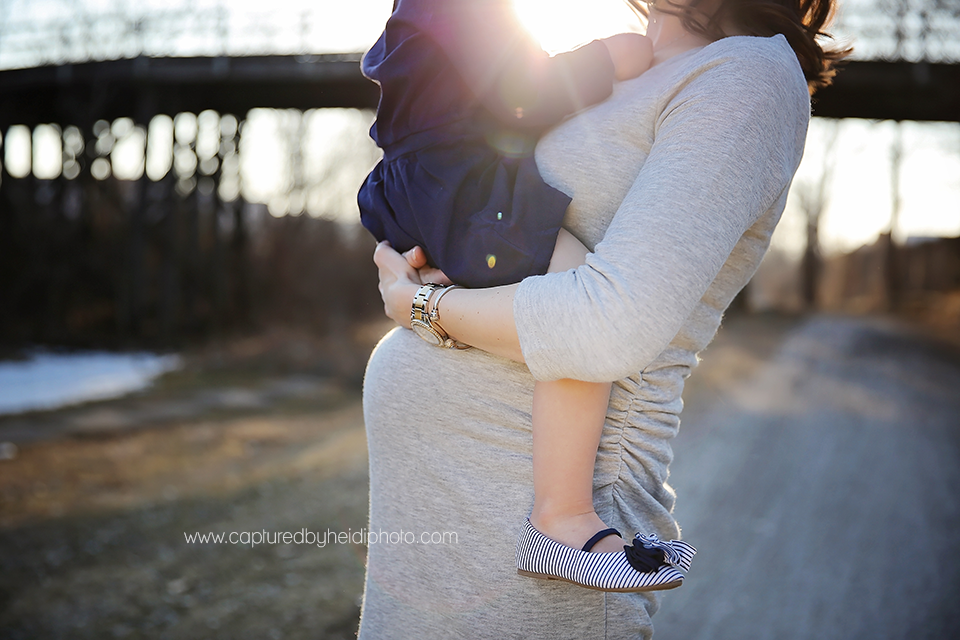5-central-iowa-maternity-photographer-huxley-desmoines-clive-stortz-captured-by-heidi-photography.png