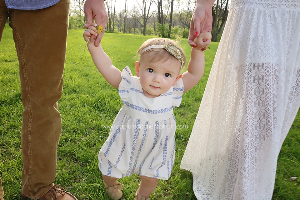 1-central-iowa-family-photographer-huxley-desmoines-winterset-one-year-girl-pictures-family-pictures.png