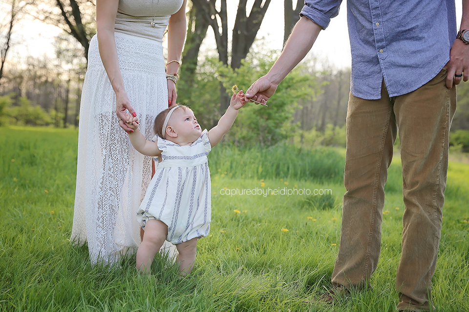 6-central-iowa-family-photographer-huxley-desmoines-winterset-one-year-girl-pictures-family-pictures.png