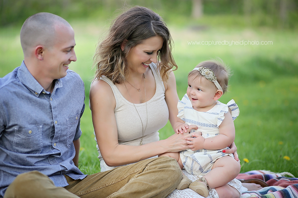 7-central-iowa-family-photographer-huxley-desmoines-winterset-one-year-girl-pictures-family-pictures.png