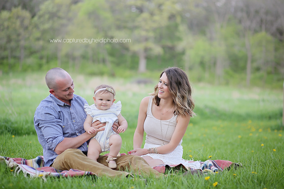 8-central-iowa-family-photographer-huxley-desmoines-winterset-one-year-girl-pictures-family-pictures.png