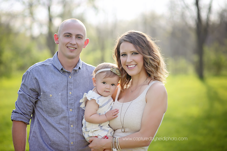 3-central-iowa-family-photographer-huxley-desmoines-winterset-one-year-girl-pictures-family-pictures.png