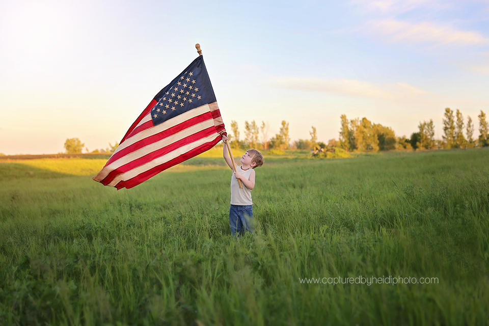 1-central-iowa-photographer-children-families-patriotic-photo-fourth-of-july-memorial-day-pictures-flag-theme-huxley-desmoines.png