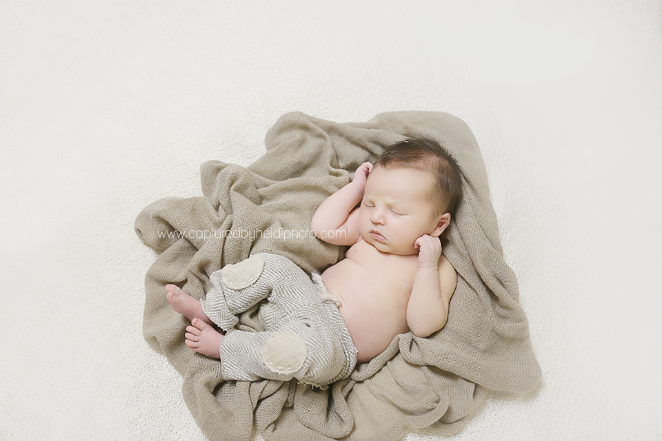 4-central-iowa-newborn-photographer-huxley-waukee-desmoines-beal-johnson-family.png