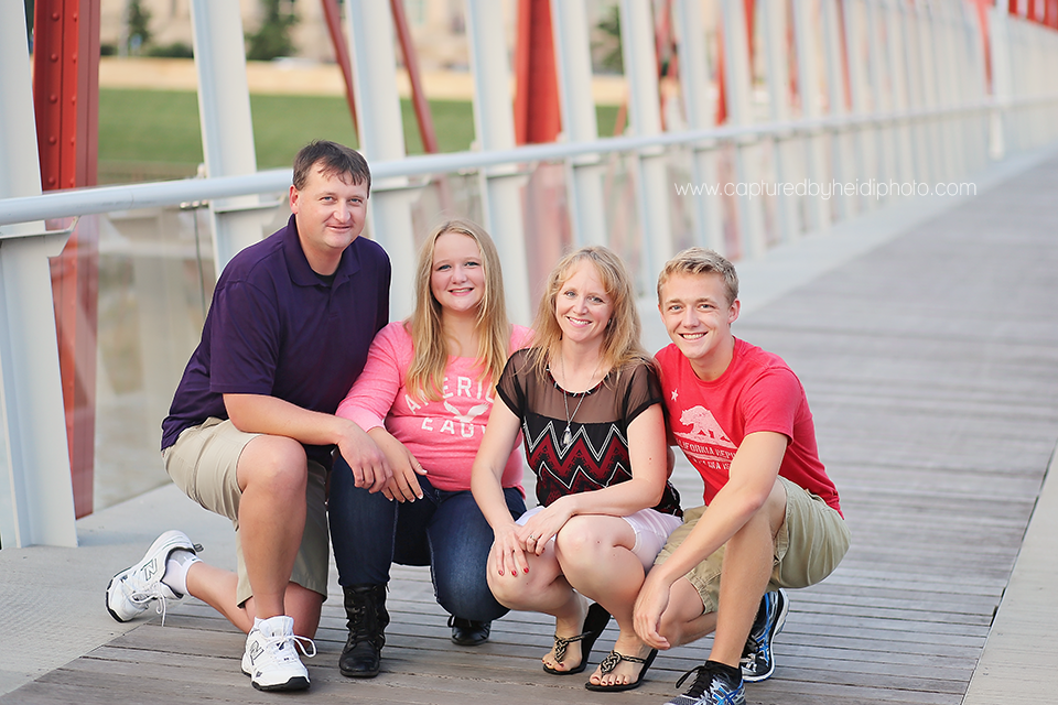 4-central-iowa-family-photographer-huxley-desmoines-stuart-downtown-desmoins-family-pictures-crawford.png