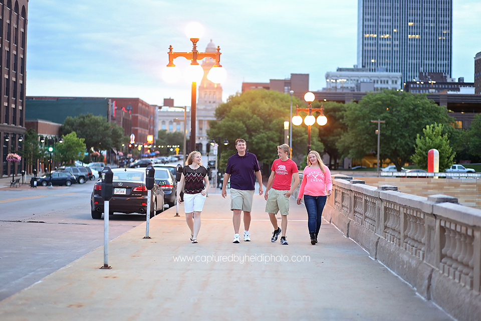7-central-iowa-family-photographer-huxley-desmoines-stuart-downtown-desmoins-family-pictures-crawford.png