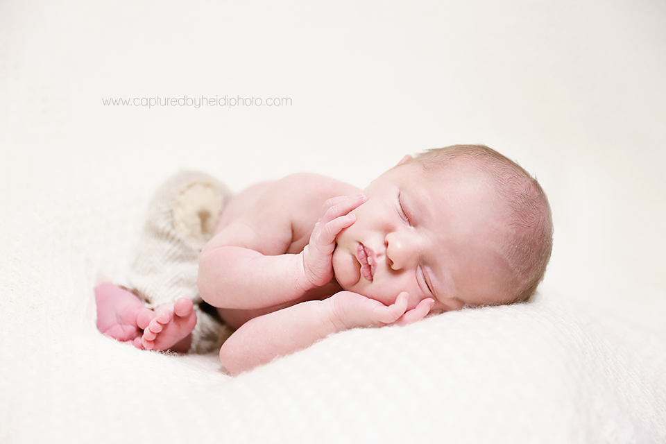 2-central-iowa-newborn-photographer-huxley-desmoines-newton-ali-nathan-karr-newborn-boy-pictures-cbh-photography.png