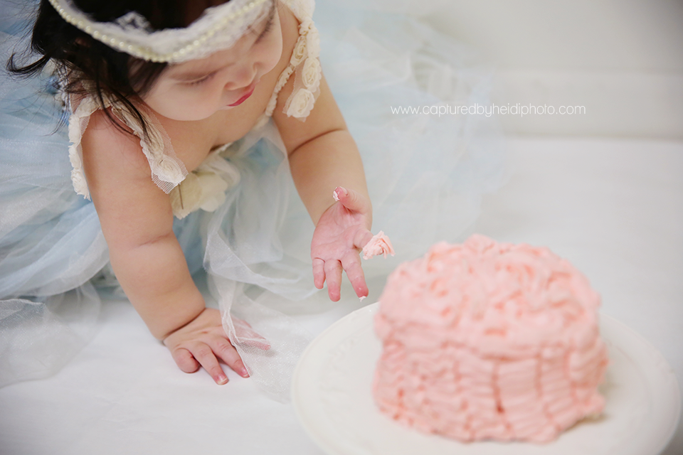 4-central-iowa-baby-photographer-huxley-ames-nevada-desmoines-cbh-photography-girl-cake-smash-tutu-pink-ruffle-cake-stand-pictures-heather-david-freese.png